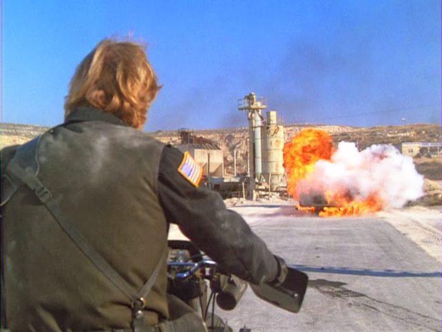 画像: 実際にバイク(Suzuki SP600)で戦闘すると、こうなるみたい。今日はみんなでチャック・ノリスしちゃいましょうか!