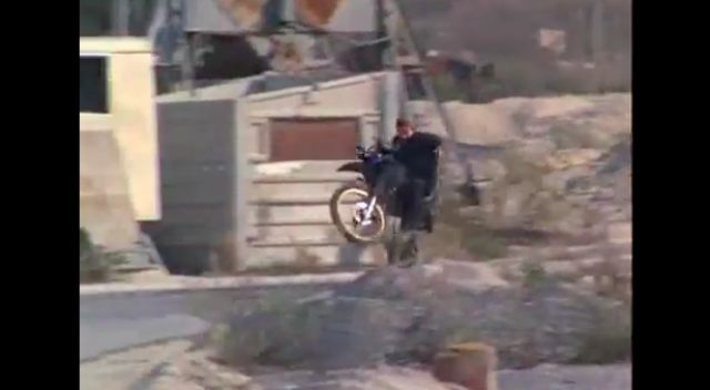 画像3: ミサイルを装備(2本しかないけど)!銃撃はウィリーで避ける!