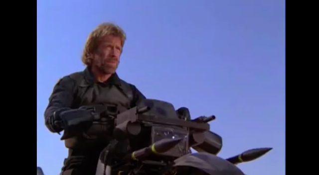 画像1: ミサイルを装備(2本しかないけど)!銃撃はウィリーで避ける!
