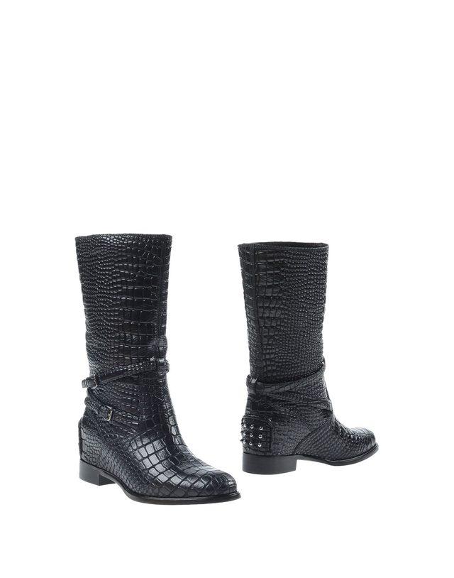 画像: CARSHOE leather boots ¥ 63,700 www.yoox.com