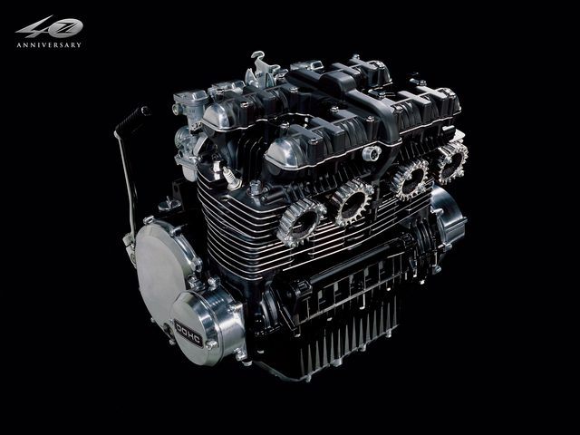 画像: 空冷直列4気筒903ccのエンジン。