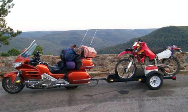 画像: ホンダの大型エンデューロ、XR650Lをバイクトレーラーで牽引。トヨタハイエースなどありきたりのトランスポーターはイヤ・・・という方、いかがですか? photos.imageevent.com