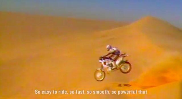 画像: びょ〜ん、と砂丘で大ジャンプをするNXR750。迫力満点の映像です。 www.youtube.com