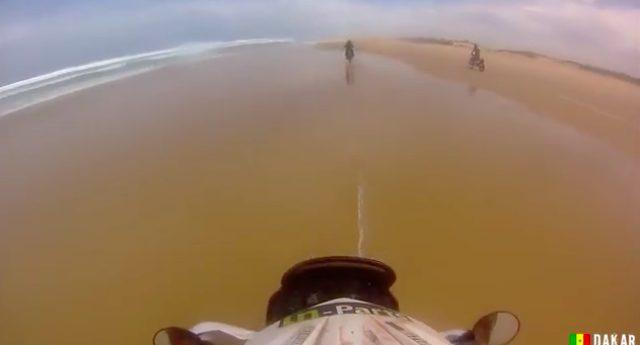 画像: 海岸を疾走します。目指すゴールのダカールはもう目の前です!