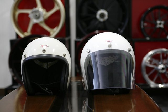画像: 研究素材となった1967年頃の500-TX(左)と新しく開発した500-TXJ(右)