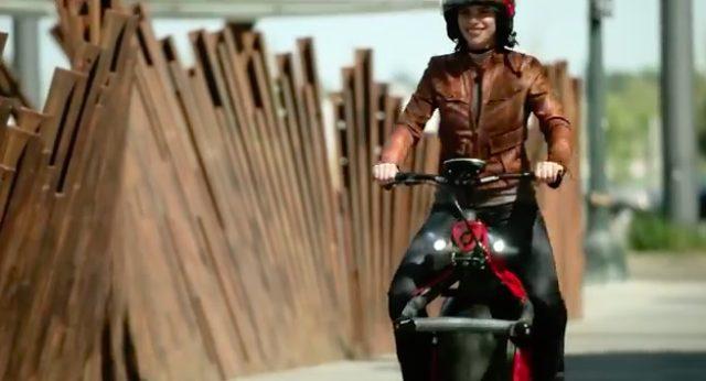 画像1: 今時、二輪じゃなくて一輪バイクでしょ!という可能性を感じさせてくれる電動一輪バイク、「Ryno」。