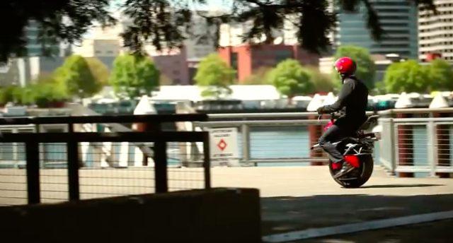 画像2: 今時、二輪じゃなくて一輪バイクでしょ!という可能性を感じさせてくれる電動一輪バイク、「Ryno」。