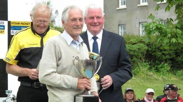 画像: 85歳のとき、2位に入賞したテッドさん。 ichef.bbci.co.uk