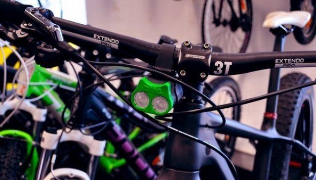 画像: 日本でも売ってほしい、前・左右の3方向を照らせる自転車ライト