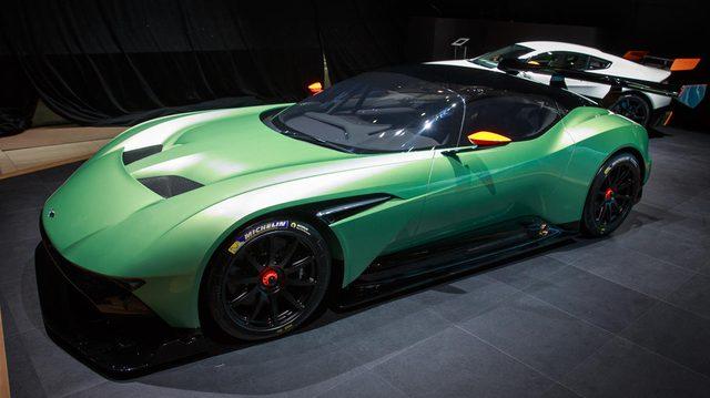 画像: Aston Martin Vulcan autoswallpaper.com