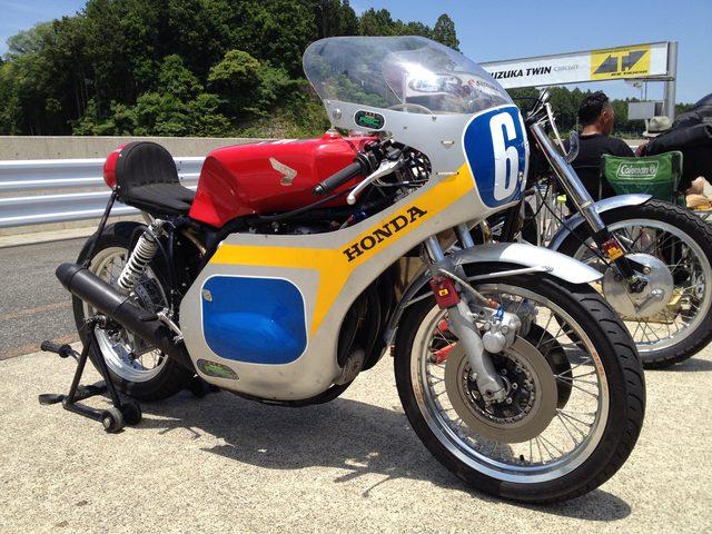 画像: 大阪の田島さんのホンダCB500Fレーサー。往年のRSC木山号です!