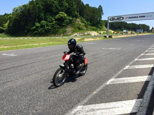 画像: 来た、見た、勝った!(ラビットツーリングには・・・)。競り合う相手がいると、模擬レースも楽しいものです。 www.facebook.com