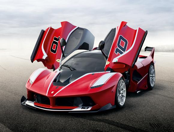 Ferrari FXX K。こんなスーパーカーでもやっぱり人が作っているというシンプルな事実。
