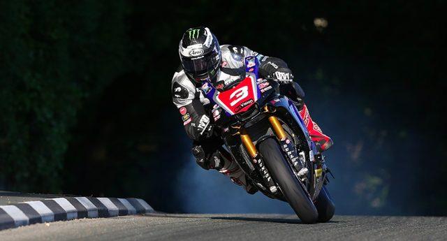 画像: 新型ヤマハR1にマン島TTデビューウィンをもたらすことが期待されたM.ダンロップですが・・・。 www.motorcyclenews.com