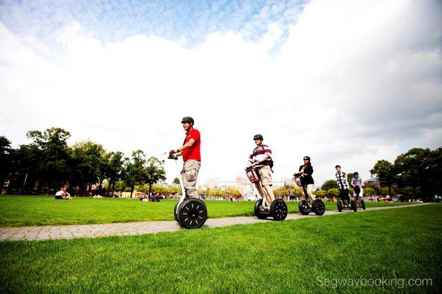 画像: アムステルダムでのシティガイドツアーの様子 www.nikkeibp.co.jp