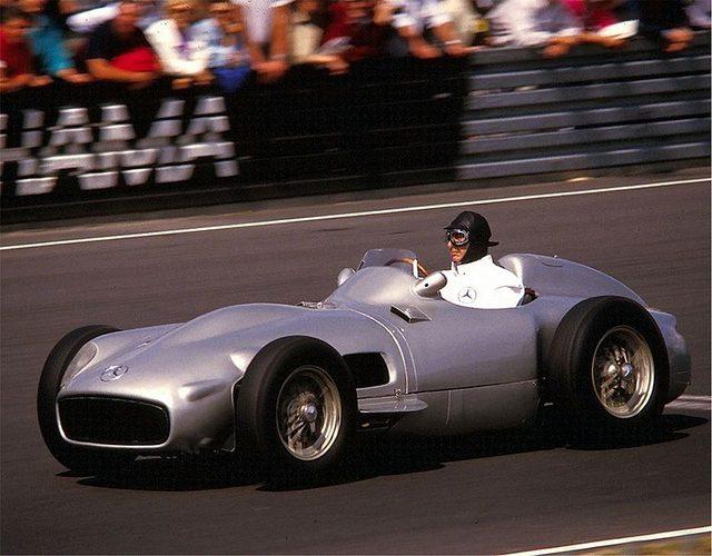 画像: メルセデス・ベンツ・W196 F1の神様、ファンジオが乗っています ja.wikipedia.org