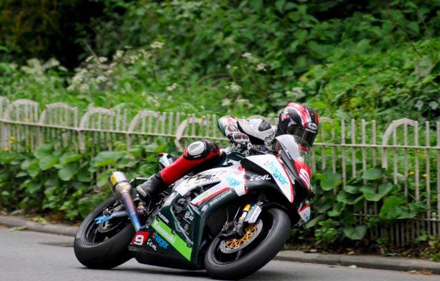 画像: カワサキZX-10Rを駆るイアン・ハッチンソン。先週の予選からの好調を維持しています。 www.motorcyclenews.com