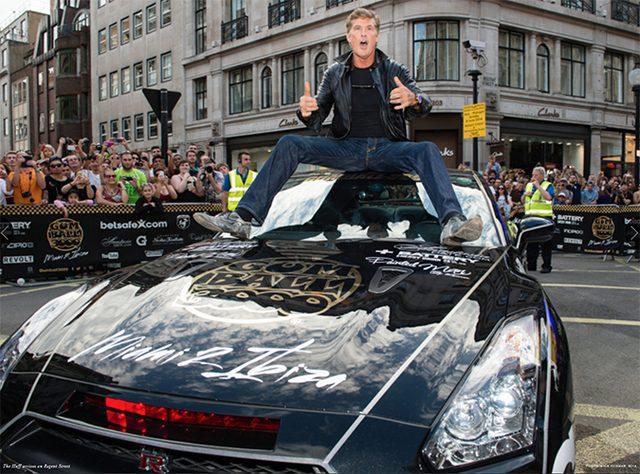 画像: ナイトライダーの主人公も参戦。ナイト2000仕様の日産GT-R(喋らないけど)。そして違反切符を切られた。 davidhasselhoffonline.com