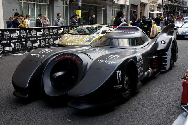 画像: バットマンカーも参戦!私が一番好きなデベソタイプ。 gumball3000.net