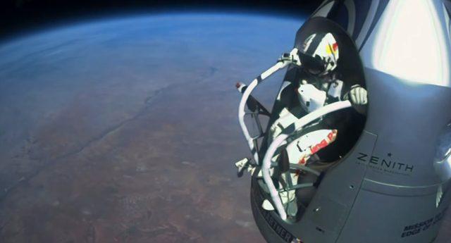 画像: お。いよいよ宇宙遊泳か?てか、気球でもだいぶ高く飛べるのね?w www.youtube.com