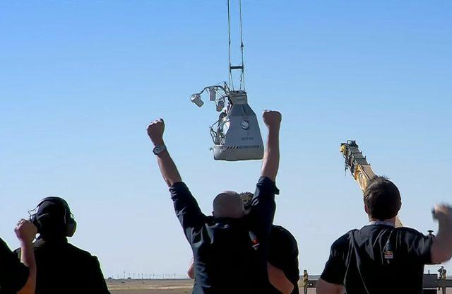 画像: 成功に喜ぶ人々 www.youtube.com