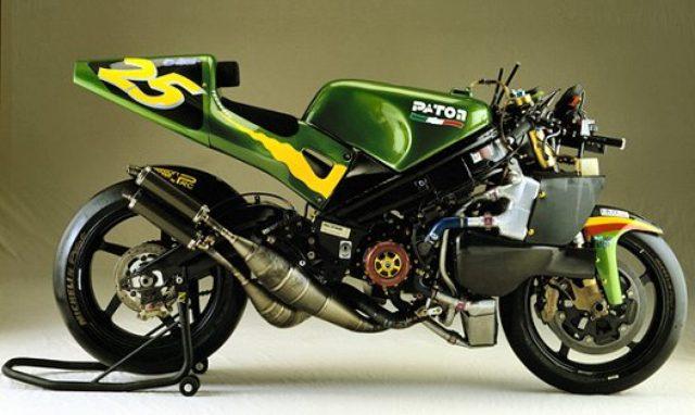 画像: 1975年からパトンは2ストローク4気筒のGPマシンを製作。そのチャレンジは、ジュゼッペが死去した1999年の2年後の、2001年まで続きました。 rkovacic.com