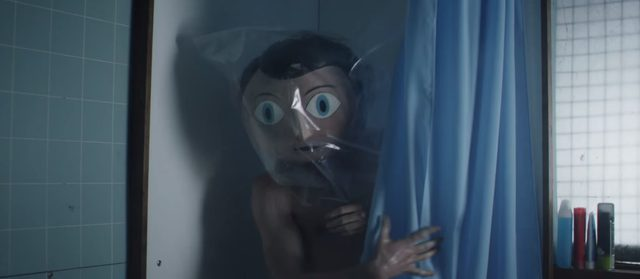 画像: シャワーを浴びる時はビニールをかぶります youtu.be