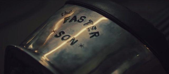 画像: ボディにはthe FASTER SONの文字が www.youtube.com