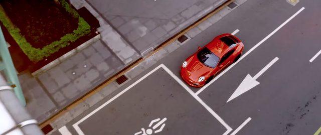 画像: 台湾の街を駆け抜ける赤い911 www.youtube.com