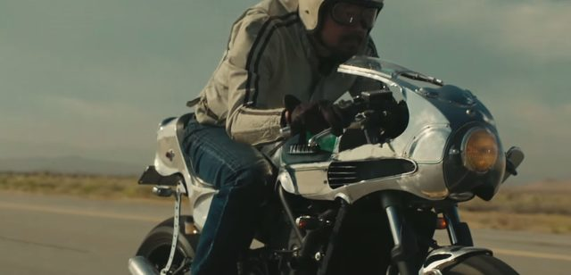 画像: スロットルを握る右手に思わず力が入る。これからも全開だ。 www.youtube.com