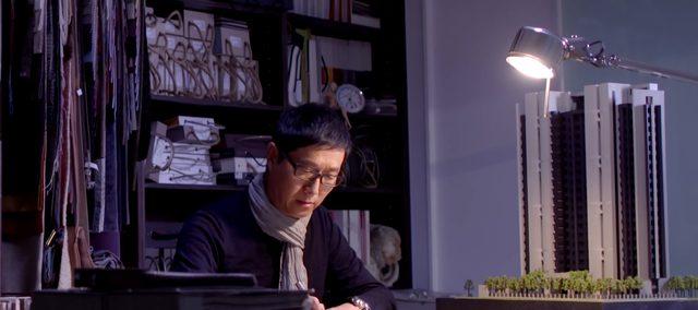画像: 静謐なオフィスで一人作業に打ち込む www.youtube.com