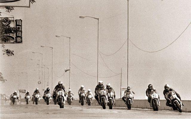 画像: 1970年代のマカオGPの1シーン。1970〜1980年代のマシンは2ストローク500、750ccが主流で、4ストロークのTT-F1マシンも走ってます。 3.bp.blogspot.com