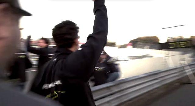 画像: やった!!歓喜を爆発させるチームクルー youtu.be