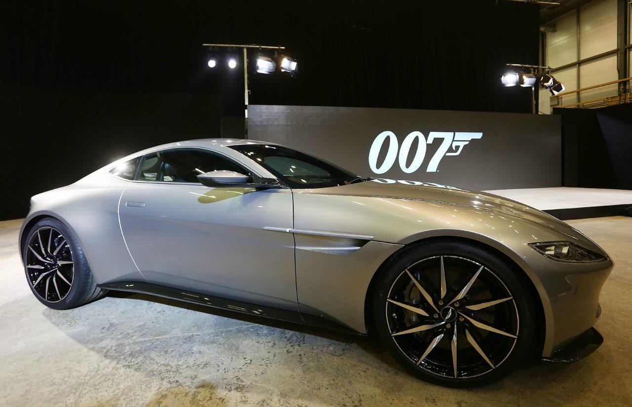 画像: 007最新作「スペクター」、アストンマーティンDB10とジャガーC-X75。世界最速の2台が夜のローマでカーチェイス!ちなみに私はトヨタ2000GTが好きです! - LAWRENCE(ロレンス) - Motorcycle x Cars + α = Your Life.