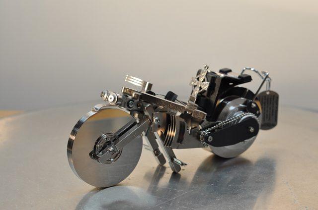 画像: 【メカ・アート】いらなくなったディスクから制作されたバイクアート。 - LAWRENCE(ロレンス) - Motorcycle x Cars + α = Your Life.