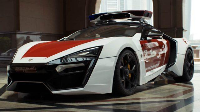 画像: ライカン・ハイパースポーツのパトカー o.aolcdn.com