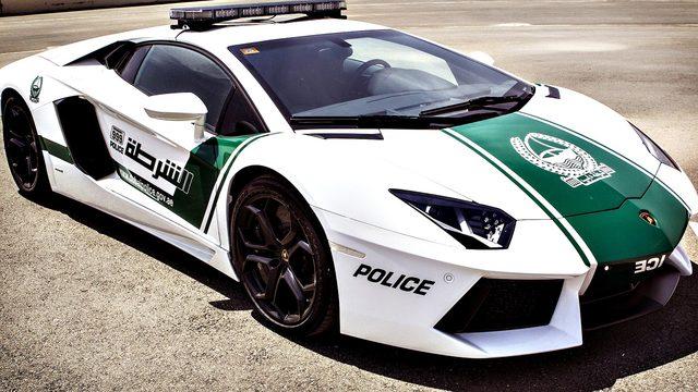 画像: ドバイ警察のパトカー。アヴェンタドール‥。 independentskies.com