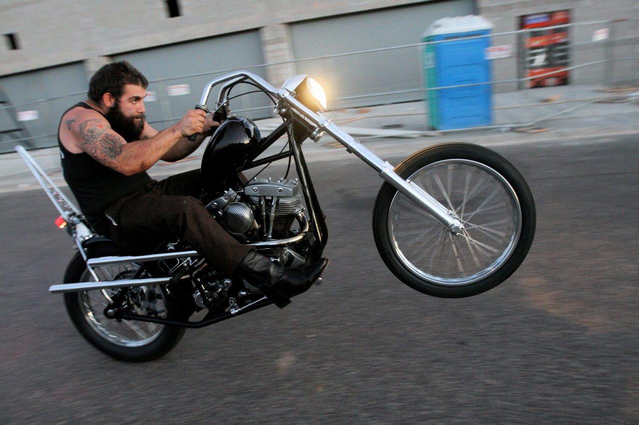 画像: ハーレーのチョッパーでウィリーにトライ! 1.bp.blogspot.com
