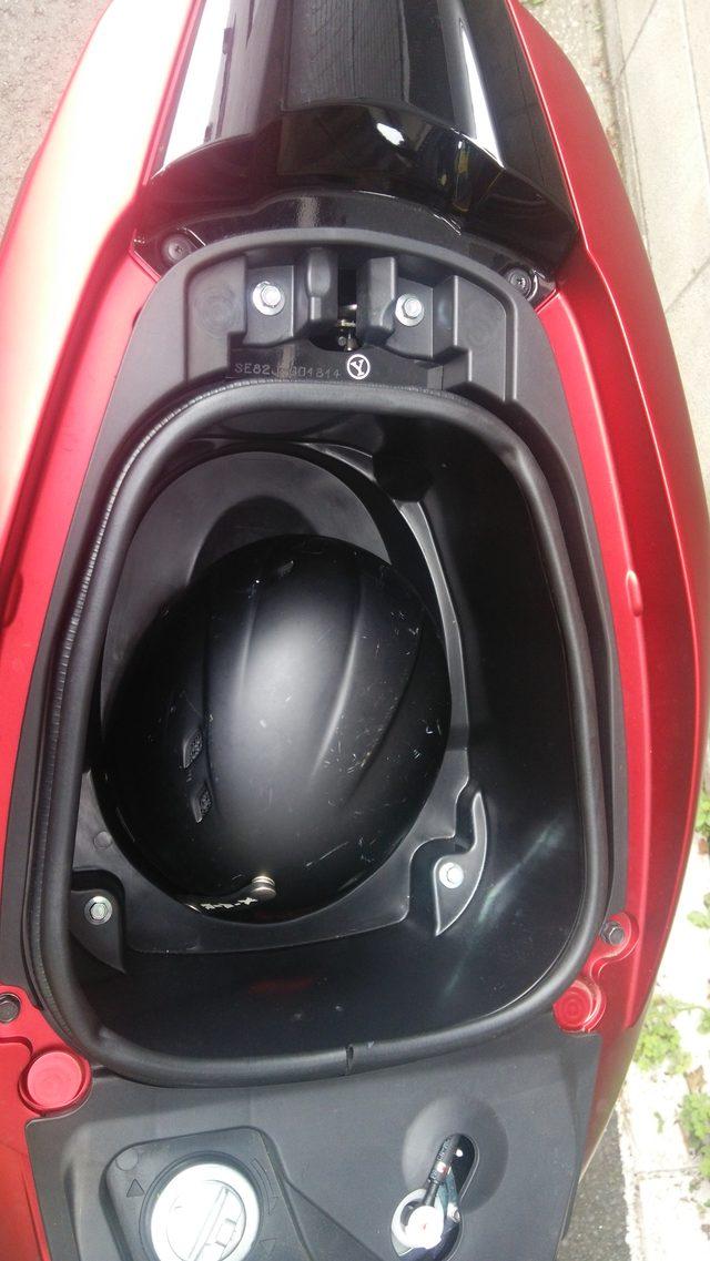 画像3: シート下トランクはメインキーでオープン。