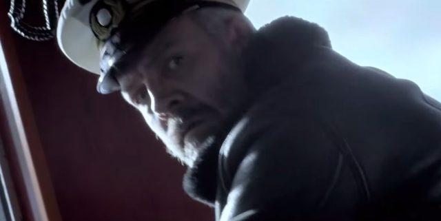 画像: どうしよう??途方にくれる船長 www.youtube.com