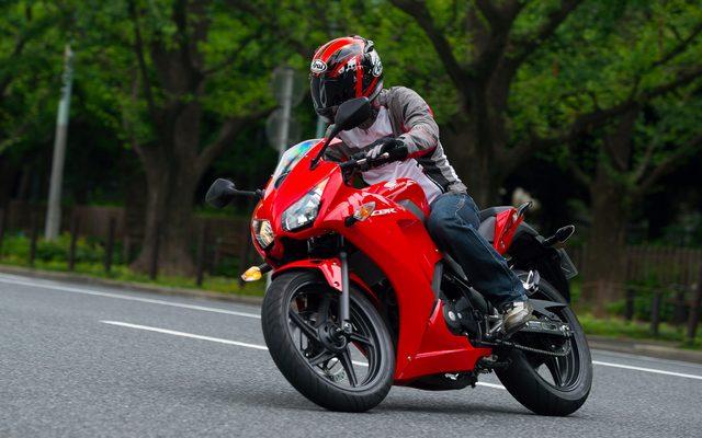 画像: 【ホンダ CBR250R 試乗】低中速域の扱いやすさに定評、ハンドリングは市街地でも軽快...青木タカオ