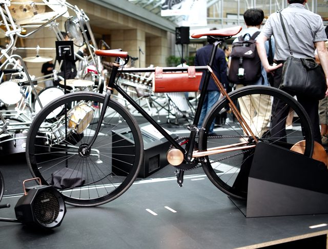 画像: ◯±◯(zero plus minus zero)と名付けられた、電動アシスト自転車