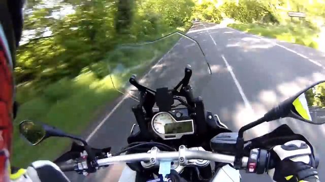 画像1: 思わず雄叫びをあげてしまうらしい、スーパーアドベンチャー「BMW S1000XR」の試乗映像