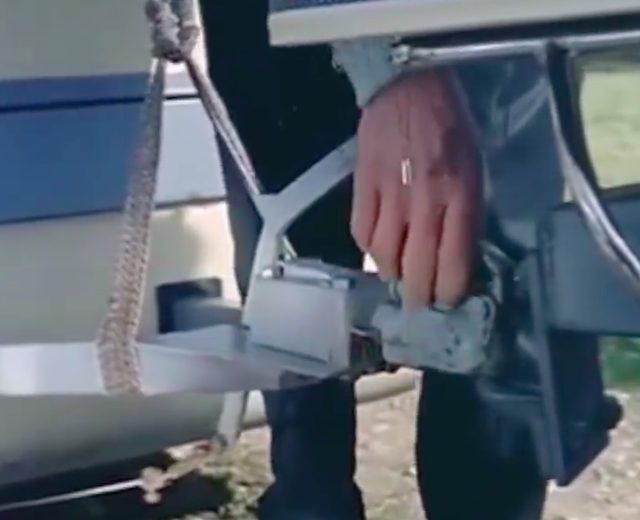 画像: ヒッチでスクーターとトレーラーを連結! www.facebook.com