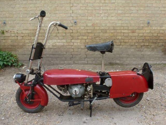 画像: 第二次世界大戦後の1946年創立のコーギーモーターサイクル社から、1948〜1954年の間に販売されたのが、このユニークな2ストローク98cc搭載車です。 www.classicandracebike.co.uk