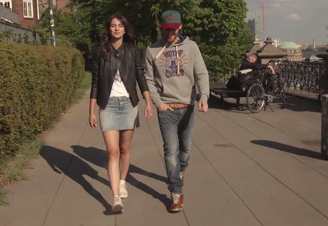 画像: カジュアルなデニムファッションもかっこいい www.youtube.com