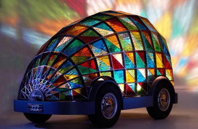画像: Stained Glass Driverless Sleeper Car of the Future