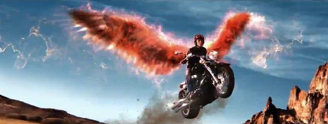 画像: 飛んだ〜!!!当然ですが、ちゃんとヘルメットをしているところがさすがです。