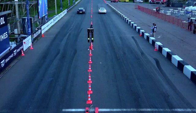 画像: さすがにトラクションの911。あっというまに駆け出します www.youtube.com