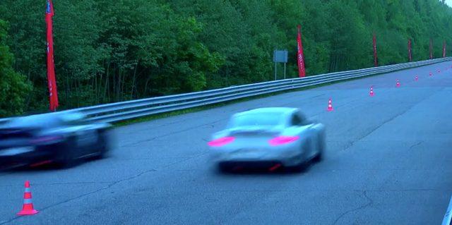 画像: 後ろ姿でもその速さがわかります www.youtube.com